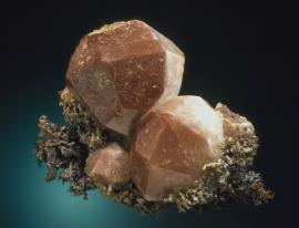 Analcime on copper, Phoenix Mine, Keweenaw County, Michigan. Large, hematite-included analcime crystals. Donor: L. L. Hubbard. Specimen 7. 5 cm wide. Photo by J. Scovil. (LLH 267)