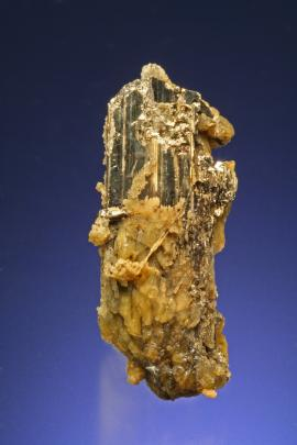 Calaverite, Cripple Creek, Colorado. A large crystal of this rare gold mineral. Specimen 3 cm tall. Photo by G. Robinson. (DM 744)