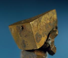 Copper, Copper Falls Mine, Keweenaw County, Michigan. A nearly perfect cube of copper. Specimen 2.5 cm wide. Photo by J. Jaszczak. (DM 22203)